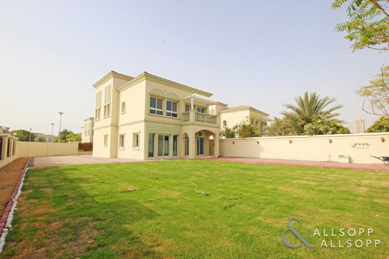 Allsopp and Allsopp Properties with a large plot size in Dubai JVT
